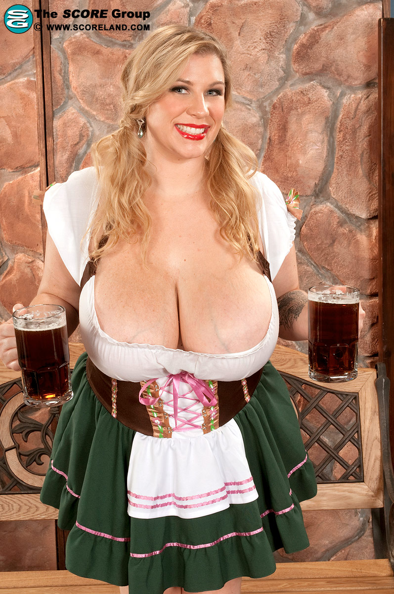 Beer and big tits they must be red necks 9